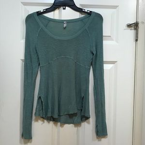 FREE PEOPLE - Long sleeved distressed top - XS